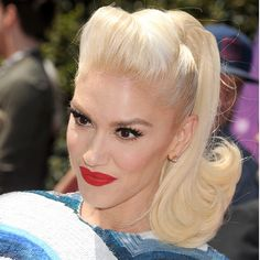 - Photo 1 - Platinum blonde is quickly becoming one of the season's hottest trends, with stars including Kim Kardashian, Jennifer Lawrence and Lucy Hale all recently experimenting with the look. Retro Ponytail, Vintage Ponytail, 1940s Hairstyles, Ponytail Hairstyles, Wedding Hairstyles, Gwen Stefani Hair, Pelo Retro, High Bun Hair, Pelo Vintage