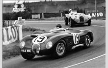 1953. 4th place Jaguar leading #8 Talbot (DNF). Sports Car Racing, Race Cars, Auto Racing, Vintage Cars, Vintage Auto, Jaguar Type, 24 Hours Le Mans, Automobile, Car Pictures