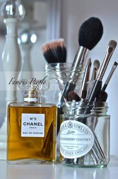 Decorative brushes for bathroom.