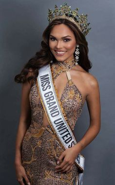 Taylor Kessler from Houston, Texas has won the title Miss Grand United States of America 2017 at the finals held in New York on July She will now compete at Miss Grand International Pageant Crowns, Pageant Dresses, Four Runner, Wonderful Picture, Beauty Pageant, Beauty Queens, United States, Prom, Saree