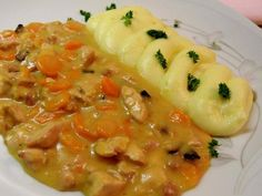 Chicken and carrot pan Slovak Recipes, Czech Recipes, Ethnic Recipes, No Salt Recipes, Chicken Recipes, Cooking Recipes, Good Food, Yummy Food, Food 52