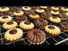 Romanian Food, Xmas Cookies, Biscuit Recipe, Mini Cupcakes, Macarons, Baked Goods, Cookie Recipes, Icing, Caramel