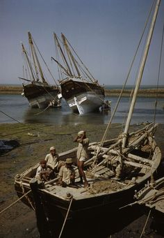 KUWAIT. The Oil Industy. The dhow harbour in kuwait where craft from around the Persian Gulf come to trade. 1952.