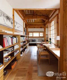 Study in a modified traditional housing built with Korean pine wood Bukchon Hanok Village Jongno District Seoul South Korea 550 725 Home Interior Design, Interior Architecture, Interior And Exterior, Interior Decorating, Casa Loft, Asian Home Decor, Home Libraries, Japanese Interior, Japanese House