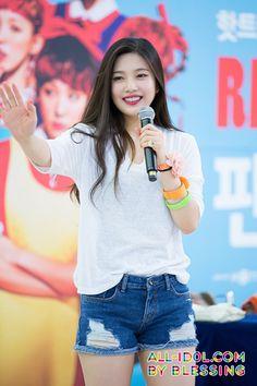 Joy from Red Velvet! Exo Red Velvet, Red Velvet Joy, Red Velvet Irene, Seulgi, Kpop Girl Groups, Kpop Girls, Red Valvet, Kpop Hair, Thing 1