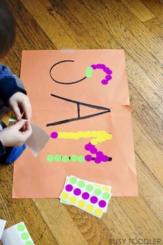 STICKER NAMES: A fine motor skills activity using stickers! An easy indoor toddler activity. Fun playing with letter names and name identification skills. A quick and easy activity. Nursery Activities, Math Activities For Kids, Name Activities, Motor Skills Activities, Toddler Learning, Toddler Fun, Toddler Crafts, Preschool Crafts, Crafts For Kids