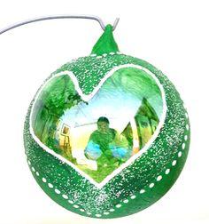 Pallina di Natale in vetro personalizzabile colorata con cuore