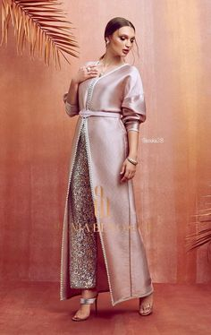 Selma ben omar Selma ben omar Selma ben omarYou can find Moroccan dress and more on our website. Arab Fashion, Muslim Fashion, Modest Fashion, Fashion Dresses, Ski Fashion, Pakistani Dress Design, Pakistani Dresses, Couture Mode, Couture Fashion