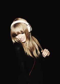 me gusta eschar musica de la manana y de la noche