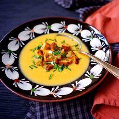 Pod tímhle zvláštním názvem se skrývá delikátní krémová polévka z ovčí brynzy (po slovensky bryndza :)). Thai Red Curry, Cantaloupe, Fruit, Ethnic Recipes