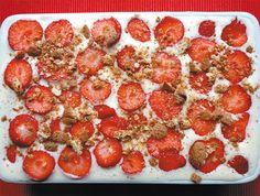 Verrassend recept Tiramisu met aardbeien en rabarber door Ria Berends, blogt over Italie en Italiaanse gerechten. Met lange vingers! #recept. #aardbeien #rabarber