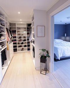 Best Apartment Closet Decor Walk In 23 Ideas Walk In Closet Design, Bedroom Closet Design, Master Bedroom Closet, Closet Designs, Bedroom Decor, Small Walk In Wardrobe, Master Bedroom Plans, Bedroom Closets, Dream Closets
