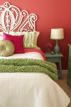 great color combo...love the throw, table/lamp color, headboard