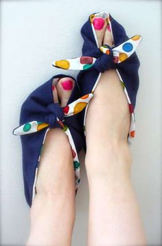 The Elle Tie On Slippers note to self make a crochet pattern Sewing Hacks, Sewing Tutorials, Sewing Patterns, Fabric Crafts, Sewing Crafts, Sewing Projects, Diy Clothing, Sewing Clothes, Furoshiki