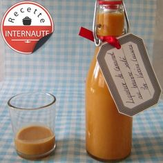 LIQUEUR DE CARAMEL AU BEURRE SALE (Pour 6 P :  8 cl de rhum blanc ou brun - CARAMEL : 120 g de sucre, 11 cl de crème, 11 cl de lait entier, 40 g de beurre demi-sel, 1 pincée de fleur de sel, quelques gouttes d'extrait de vanille) MACERATION : 2 à 3 semaines