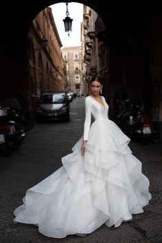 Pretty Wedding Dresses, Pretty Dresses, Beautiful Dresses, Royal Wedding Dresses, Most Beautiful Wedding Dresses, Chanel Wedding Dress, Elegant Wedding Dress, Elegant Ball Gowns, Big Dresses
