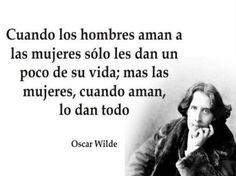 Oscar Wilde, nacido el 16 de octubre de 1854, poeta, escritor y dramaturgo, conocido por su gran ingenio y talento, supo ser una celebridad de su época.