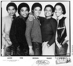 The Jacksons ;) - Cuteness in black and white ღ  @carlamartinsmj