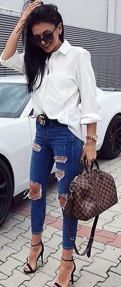Summer Jeans Outfits for Girls For ages now, various shape and sizes of jeans garments are available for women but this was not always so. Back in the early jeans and pants were … White Shirt And Blue Jeans, White Shirt Outfits, White Lace Shorts, Jean Outfits, Short Outfits, Casual Outfits, Fashion Outfits, White Dress, Style Fashion