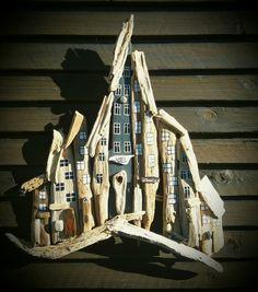 Stor drivtømmer by/huse. Driftwood town/houses.  Designed by EVAS.