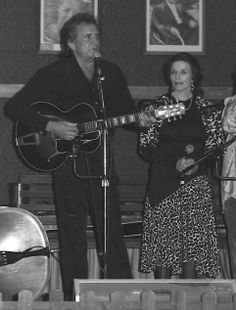 Johnny and June Cash performing at the Carter Family Fold, Hiltons, VA, 1994 Johnny Cash June Carter, Johnny And June, Country Music Artists, Country Music Stars, Johnny Cash Museum, Carter Family, An Affair To Remember, Famous Singers, Black Men