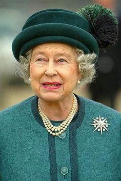 Britain's Queen Elizabeth II arrives at the Lagan Lookout center. Die Queen, Hm The Queen, Royal Queen, Her Majesty The Queen, Save The Queen, Queen Hat, Queen Outfit, Kings & Queens, Scream Queens