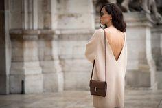 ¿Pasión por el rosa palo? Una excusa más para vestir de feminidad. #StreetStyle. http://buff.ly/1CcmRt8