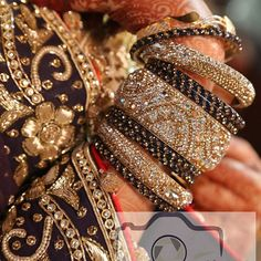 Dm for enquiries❤ Pakistani Bridal Jewelry, Bollywood Jewelry, Indian Jewelry, Bridal Jewellery, Stylish Jewelry, Fashion Jewelry, Chuda Bangles, Bridal Bangles, Bangle Set