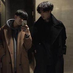 asian, boy, and ulzzang image Couple Ulzzang, Korean Boys Ulzzang, Cute Korean Boys, Ulzzang Boy, Asian Boys, Lgbt Couples, Cute Gay Couples, Gay Aesthetic, Couple Aesthetic
