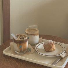 Cream Aesthetic, Aesthetic Coffee, Aesthetic Food, Snack Recipes, Snacks, Palette, Cafe Food, Sweet Breakfast, Milk Tea