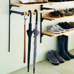 That's the best umbrella rack idea I've seen. Shoe Cabinet Entryway, Track Shelving, Hallway Decorating, Shoe Storage, Locker Storage, Shoe Closet, Home Organization, Shoe Rack, Home Accessories