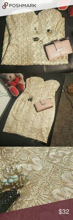 NWT! Forever 21 women's dress sz S Amazing glittery gold material, I am so obsessed! Padding for support  and a gel to help hold it up! Form fitting and SOO cute! Forever 21 Dresses Strapless