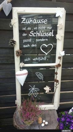 Upcycling altes Fenster Upcycling altes Fenster Upcycling altes Fenster The post Upcycling altes Fenster appeared first on Schreibtisch ideen. The post Upcycling altes Fenster appeared first on Beton Diy. Diy Crafts To Do, Deco Originale, Upcycled Home Decor, Diy Desk, Ladder Decor, Chalkboard, Projects To Try, Windows, Inspiration