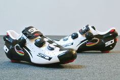 We got to try a pair of these Sidi Wire shoes in black and white with World Champion colours. Doesn't get any better than this. Comfortable, adjustable, stiff and beautiful to watch. Nice work from the Italians.