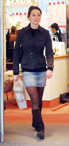 Clothing, Fashion, Leg, Footwear, Human leg, Snapshot, Thigh, Outerwear, Knee, Street fashion,