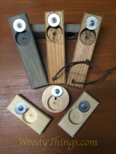 Hang your new bottle opener in your Man Cave, Kitchen or Backyard for you and your guests to open your ice cold beers.These hand-held bottle openers make great gifts for Husbands, Fathers, Brothers… Wooden Crafts, Diy Wood Projects, Diy And Crafts, Projects To Try, Diy Bottle Opener, Beer Opener, Man Cave Home Bar, Diy Bar, Diy Holz