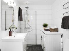Scandinavian interior design, with smart shower solution Scandinavian Interior Design, Scandinavian Style, Leroy Merlin, Small Bathroom, Bathrooms, House Tours, Modern Design, House Design, Flooring