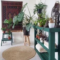 Het is weer voice-avond 🎤 fijne avond allemaal 🌿    #bedroom #instahome #inspiration #interieur #showhometop5 #interiorwarrior #myhome2inspire #inspo4all #inspiration #bitkiaskina #jungalowstyle #urbanjunglebloggers #interior4all #romantic #boho #lovelyinterior #bohemian #styling #mijnhuisjeonline #binnenkijken #vtwonen #aysushuisstyle #sodomino #plantsmakepeoplehappy Style Tropical, Deco Boheme, Green Style, Green Fashion, Bedroom Ideas, Bohemian, Romantic, Photo And Video, Plants