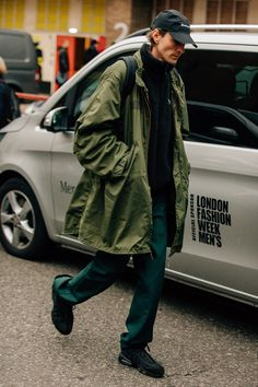 Street Style from London Fashion Week Men's Fall 2018 Shows #MensFashion