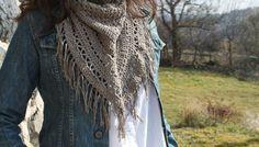 scarf, tuto in french by Miss Bidules Chouettes Beau Crochet, Crochet Diy, Crochet Gifts, Crochet Hooks, Crochet Scarves, Crochet Shawl, Crochet Clothes, Knitting Patterns, Crochet Patterns