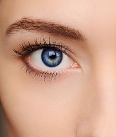 Makijaż dla oczu niebieskich z naturalnymi kosmetykami do makijażu