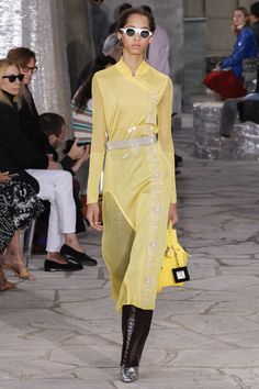Loewe Spring 2016 Ready-to-Wear Collection Photos - Vogue