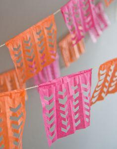 Celebrate Cinco De Mayo with a DIY Papel Picado Garland! Diy And Crafts, Crafts For Kids, Paper Crafts, Diy Projects To Try, Craft Projects, Diy Pompon, Diy Girlande, Diy Papier, Mexican Party