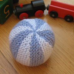 beautiful knitted baby-ball - free pattern