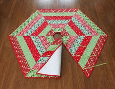 Quilted+Tree+Skirt+Pattern+Download | ... Corner — Holly Jolly Christmas Tree Skirt Pattern - PDF Version