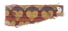 Tang, late 8th to early 9th - Fragment of polychrome patterned woven textile made of red, blue, pink and white silk, with rows of red bi-lobed heart-shaped petals with a blue or pink base.