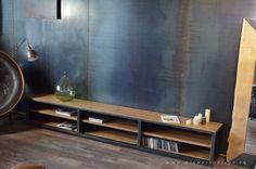 Meuble tv multimédia  acier bois - 3 m - Sur mesure et démontable - MICHELI Design Natural Furniture, Tv Furniture, Rustic Furniture, Tv Rack Design, Dream Home Design, House Design, Rack Tv, Apartment Projects, Low Cabinet