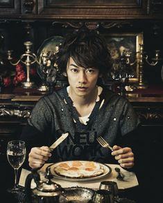 Japanese Drama, Japanese Boy, Party Characters, Takeru Sato, Rurouni Kenshin, Gackt, Asian Actors, Actor Model, Kamen Rider