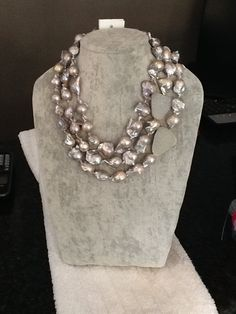 Grey fresh water pearls with drusy agate. Bold Necklace, Baroque Pearl Necklace, Baroque Pearls, Pearl Jewelry, Beaded Jewelry, Jewelery, Jewelry Necklaces, Beaded Necklace, Water Pearls