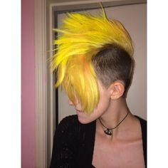 Mohawk Hairstyles For Women, Pretty Hairstyles, Yellow Hair, Purple Hair, Female Mohawk, Locks, Dark Roots Blonde Hair, Hair Tonic, Dull Hair